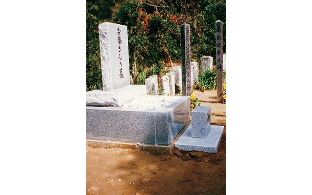 お馨さん(本名:石倉よし)の墓